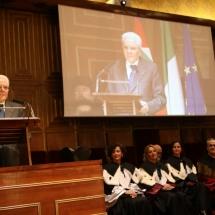 Il presidente della Repubblica durante il suo discorso sul podio dell'Aula magna di Palazzo Bo
